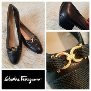 Exquisite $550 FERRAGAMO Gancini Bow Lizard Heels